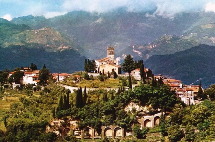 707_001_cartolina-nv-italia-barga-lu-panorama-con-le-alpi-apuane-10-x-15